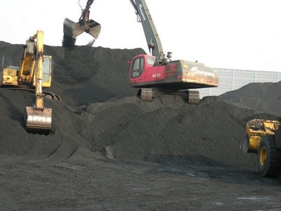 Jonyang material handler at a coal yard